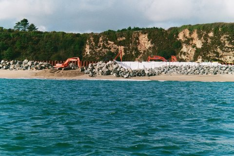 Placing boulders on Carlyon Bay beaches as part of sea defence